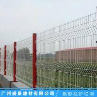 蓝白相间桃型柱护栏网定做 搅拌站防护网价格 公路隔离网热销