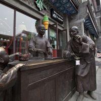 定做直销小吃街铜雕摆件步行街铜像铸铜模型人物仿铜玻璃钢装饰品