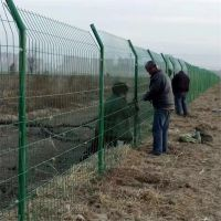 铁丝网围栏价格 市政护栏网 三角折弯护栏网