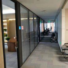 咸阳玻璃隔断厂家选择玻璃隔断或室内高隔间前应注意以下问题: