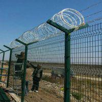 机场外围防护网 三角折弯机场防攀爬护栏网 桃型柱机场围栏厂家