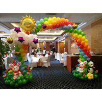 南宁商场门店气球拱门装饰|氦气球供应|找新百合策划艺术气球场地布置
