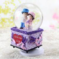 薰衣草带帽男孩女孩情侣音乐水晶球 旋转八音玻璃球摆件