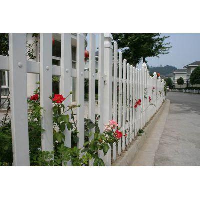 供应洛阳围栏PVC草坪护栏塑钢围墙护栏热镀锌锌钢护栏网铁艺护栏