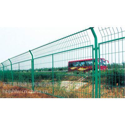 供应铁丝网:框架护栏网,三角护栏网,双边丝护栏网,桃型柱护栏网