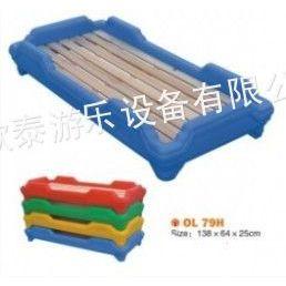 供应幼儿家居用品 幼儿塑料床、实木床。