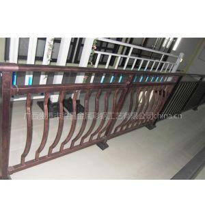 销售热锌钢阳台护栏、户外围栏、栅栏、交通护栏等产品,品种繁多、质量可靠!