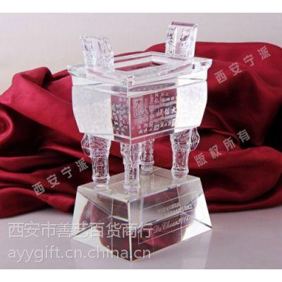 供应西安水晶桌摆 水晶内雕奖杯雕刻订做