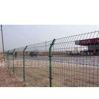 供应道路护栏网、公路隔离栅 道路安全隔离栅、栏、网 规格齐全 振源五金丝网