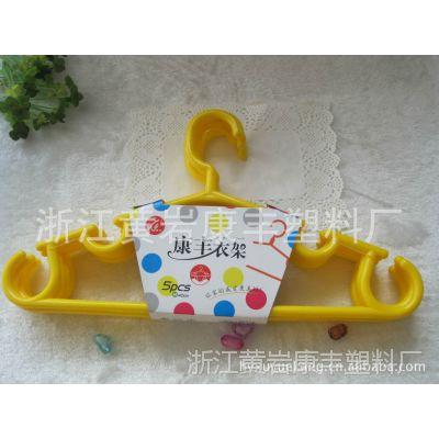 康丰塑料厂供应各种规格塑料衣夹 塑料衣架 晾衣绳等