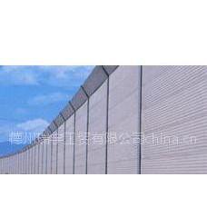 声屏障为弧形结构 吸隔声板为金属吸声板