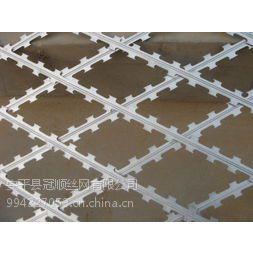 供应镀锌丝 振动筛 冲孔网 钢格板