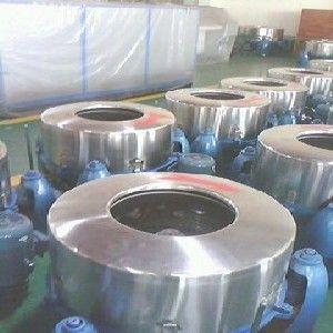 供应高速离心脱水机安装地基要求www.tzxdsb.com