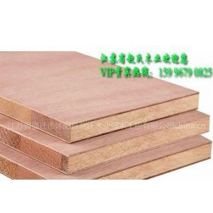 供应杉木、白松红松各种规格、材质、无缝、环保型细木工板