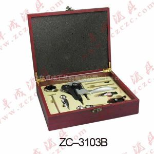 配饰仿古铜锁扣的高档酒具礼品套装,高端红酒工具礼盒客户的优质选择