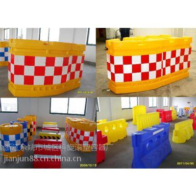 滚塑防撞桶工厂 塑料防撞桶水马价格 全新进口聚乙烯PE塑料为原料,色彩鲜艳、经久耐用的塑料防撞桶水马