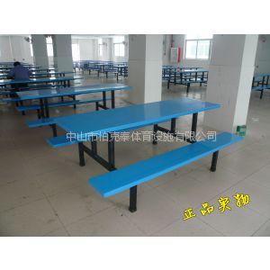 供应五桂山职工餐桌椅,玻璃钢餐椅厂家,食堂桌椅铺满了玫瑰花真好看