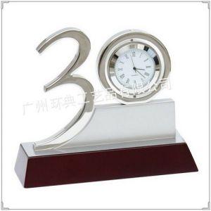 供应三十周年庆典纪念品,广州周年庆典纪念品,周年答谢客户礼品,水晶笔插摆件,同学聚会纪念品,校庆纪念品