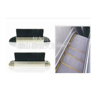 供应扶梯条刷7月1号结束 为什么还有很多需要重新安装