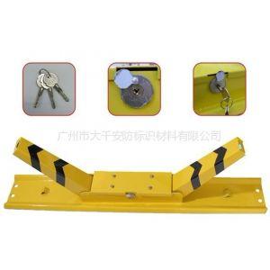 供应广州特价促销 K型手动车位锁 汽车配件防盗锁 车轮锁 遥控车位锁