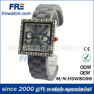 硅胶手镯式休闲女生手表 欧美时尚满钻女款手表 环保方形时装手表