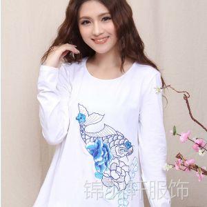 供应8319中国风民族风系列女装打底衫 绣花宽松圆领大码女装长袖T恤