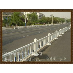 优美雅护栏厂家供应成都PVC护栏