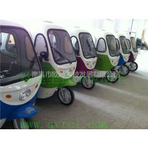供应春节雨季多越来越多的人出行选择择路途F08全封闭电动车成为代步工具