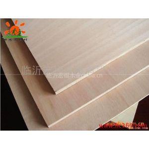 供应供应奥古曼面杨木芯家具板,12mm多层板厂家,临沂胶合板厂家