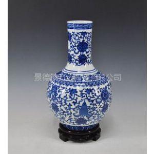 供应手绘青花缠枝莲天球瓶,景德镇陶瓷花瓶,定做各种青花花瓶
