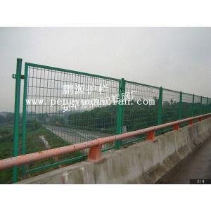 供应【鹏源护栏厂】高速公路框架护栏网、焊接防护网、公路围栏网、围栏施工方案