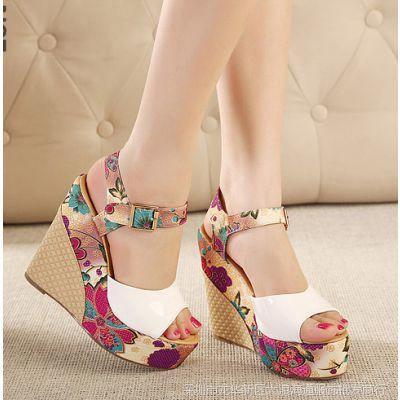 微信女鞋实拍民族风坡跟高跟女凉鞋