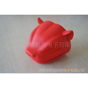 供应在家里拿锅的时候锅耳朵容易烫到手怎么办呢?用硅胶隔热手套