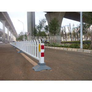 供应云南隔离栏厂家、供应昆明道路隔离栏、金属隔离护栏