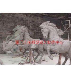 玻璃钢雕塑群马、动物雕塑马制作厂家厦门三度雕塑艺术、2米的奔马雕塑