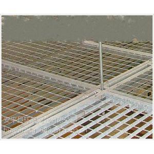 供应地铁用压锁钢格栅板由钢板镀锌加工而成又俗称钢格板,格栅板