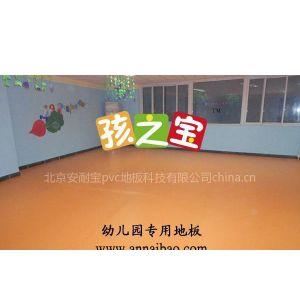 根据环保理念制作的儿童防滑地胶,遇水变涩的幼儿园卡通地板,***容易清理的儿童地板