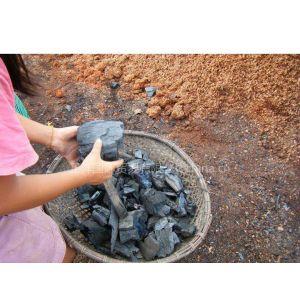 供应木炭 橡木炭 发热值高、易燃耐烧、燃烧均匀
