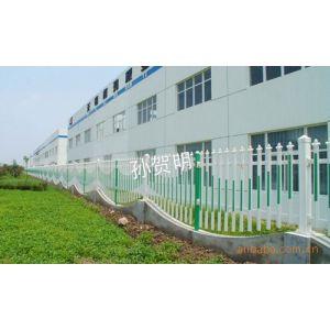 供应铁艺护栏、公路隔离、小区装饰围栏