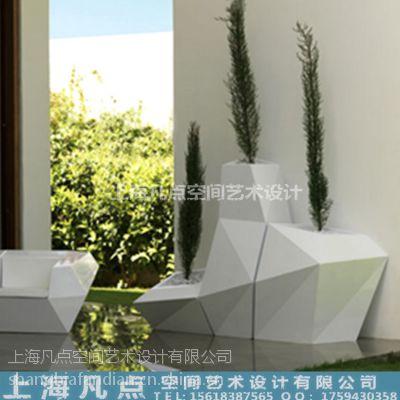 供应玻璃钢造型花盆|商场美陈白色环纹花盆组合厂家定做