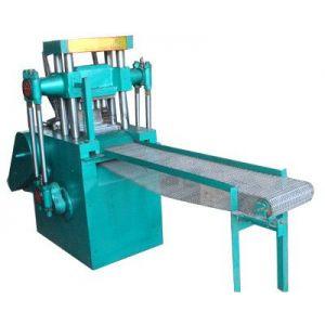 供应炭粉压片机是专门设计的辅助设备,可实现自动进料。