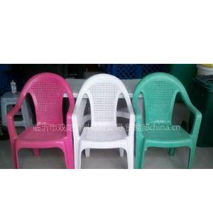 供应展会、餐厅、家庭、沙滩、高尔夫球场、各种节日及活动场所用塑料桌椅