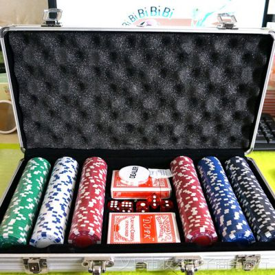 供应300片筹码高档铝箱套装礼品休闲娱乐扑克骰子