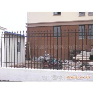 供应包头市宝圣鑫铁艺栅栏网-双边丝护栏网-框架护栏网专家