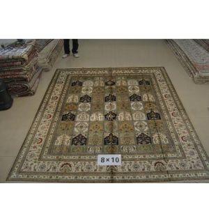 色彩绚丽的手工编织东方丝毯