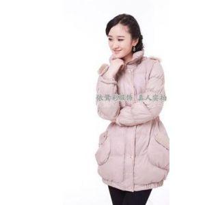 青岛的冬天什么样的衣服***热销呢?冬装外套批发 韩版冬装羽绒服 冬季女装时尚棉衣 山东销的棉衣市场