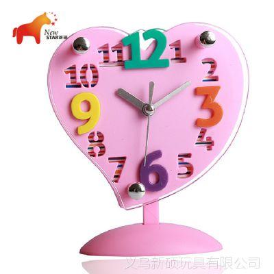 厂家直销 2013年新型座钟 立体镂空数字糖果色心形摇摆座钟