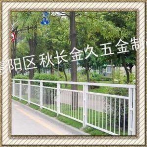 供应【厂家定制】 锌钢道路护栏 热镀锌景观护栏 美观围栏