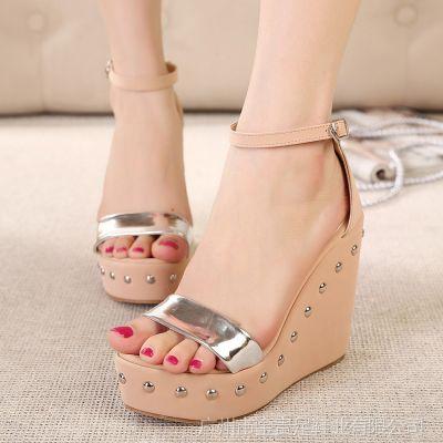 供应2014夏季新款铆钉搭扣坡跟凉鞋 高跟鞋一件代发广州女鞋批发