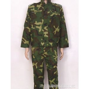 供应广西中厚耐磨损迷彩服 广西学生军训迷彩服 广西登山迷彩服套装 广西迷彩T恤
